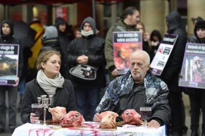 @Getty images Performance 30 gennaio 2016 a Parigi nella giornata mondiale per l'abolizione della carne