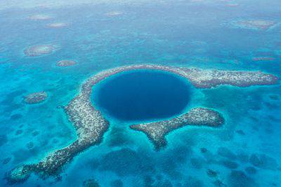 @Getty images/Great Blue Hole, Belize