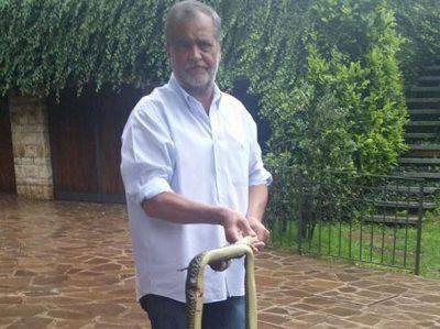 Calderoli uccide una biscia - Foto: Facebook