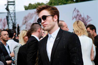 L'attore Pattinson rifiuta di girare una scena osé con un cane