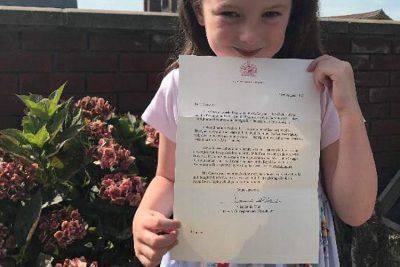 A 5 anni scrive alla Regina e... ottiene un cigno tutto suo!