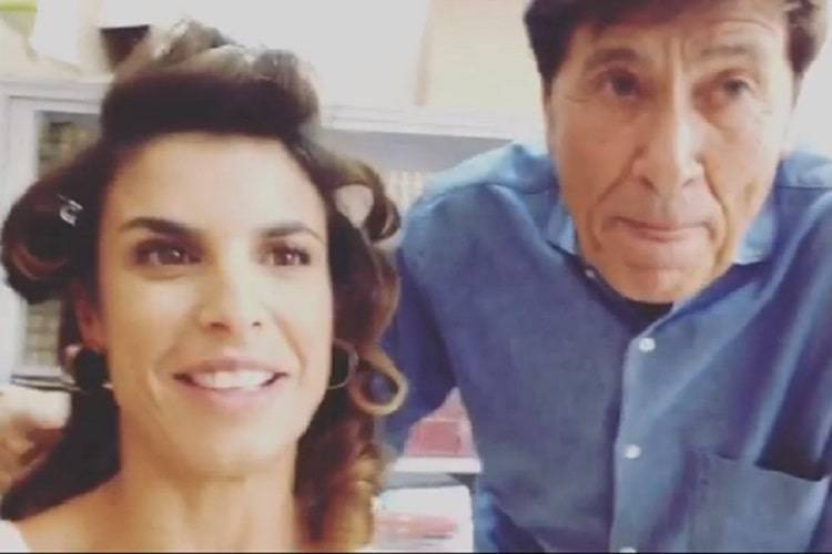 Elisabetta Canalis 'corteggiata' da Gianni Morandi