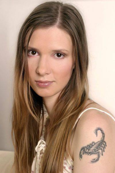 Tatuaggio scorpione su donna