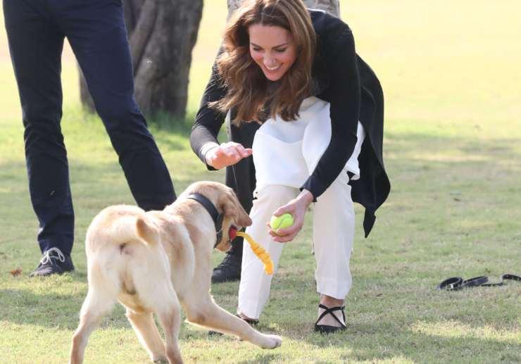 la principessa Kate ad Islamabad Pakistan presso il centro esercito canino anti mine