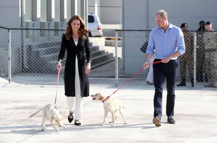 la principessa Kate e il principe William ad Islamabad Pakistan presso il centro esercito canino anti mine