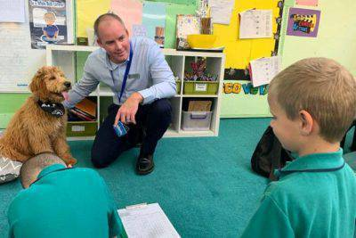 Cane nella scuola