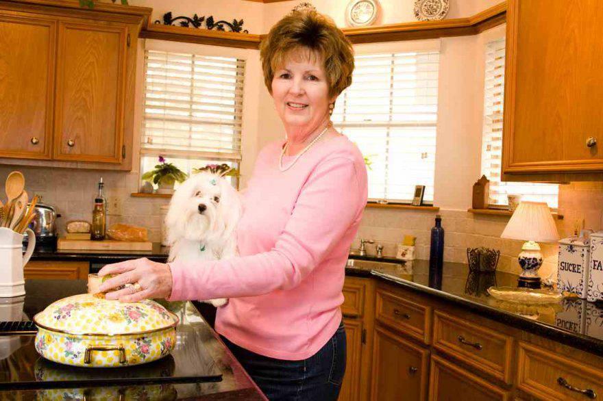 cane in cucina