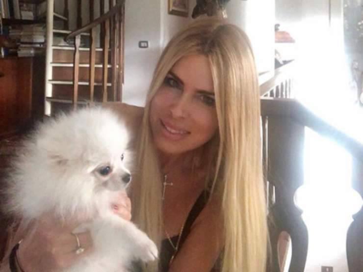 Il cane e la Lecciso (Foto Instagram)