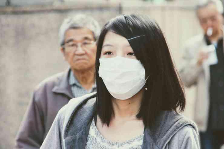 Ragazza cinese con la mascherina (Foto Pixabay)