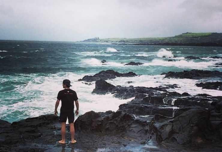 Leo Gassmann che guarda il mare (Foto Instagram)