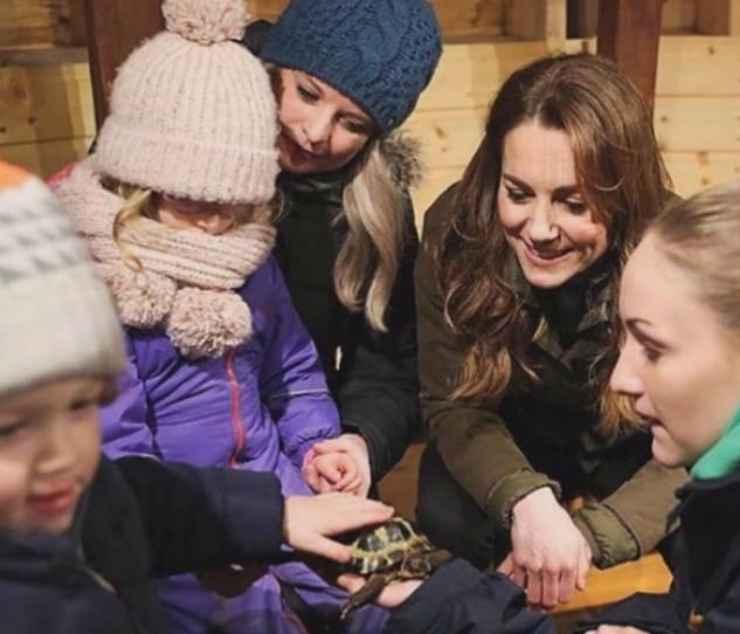 Kate immersa tra i bambini e gli animali (Foto Instagram)