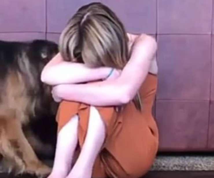Il cane consola la padrona (Foto video)