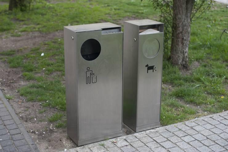 Ripulire i bisogni del cane in strada