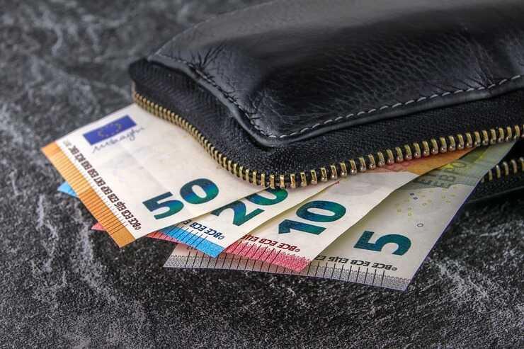 Portafoglio con soldi (Foto Pixabay)