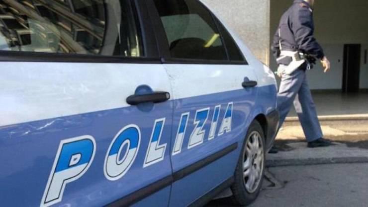 Cane Chiuso Macchina Casandrino Polizia