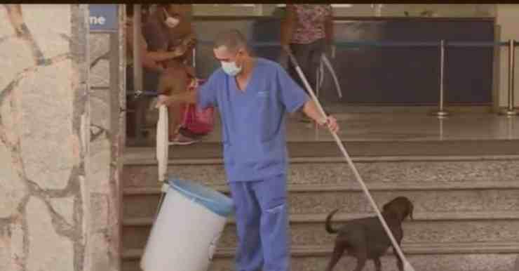 Negao, il cane che aspetta da 10 anni il proprietario morto (foto Facebook)