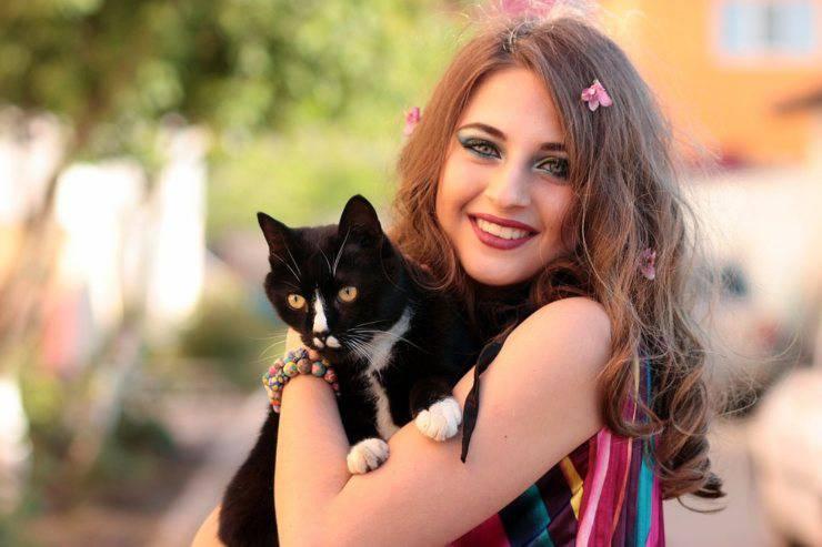 gatto padrona ragazza