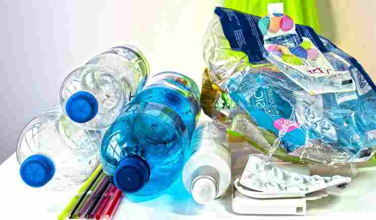 Rifiuti di plastica (Foto Pixabay)