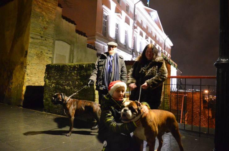 portare cane fuori sera