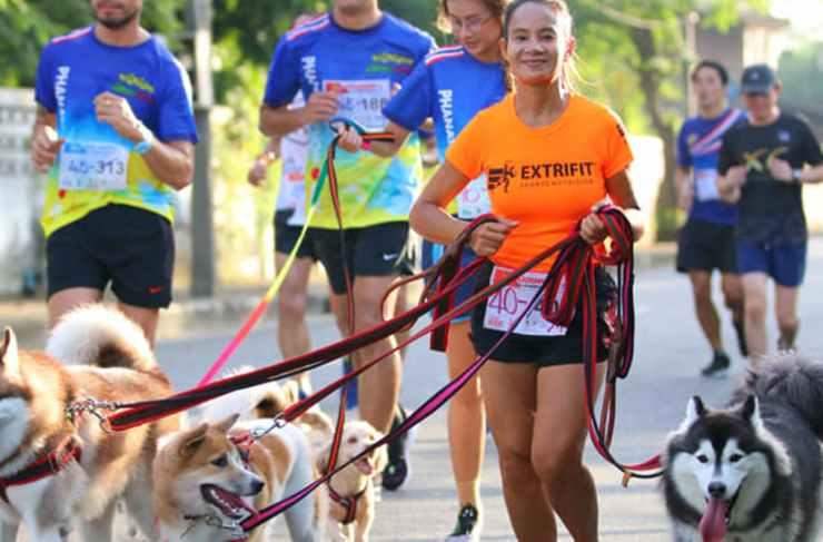 La ragazza in gara con i cani (Foto Facebook)