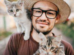 i benefici di avere due gatti in casa