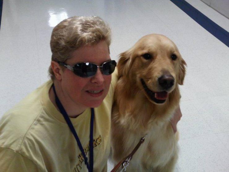 donna cieca vede cane