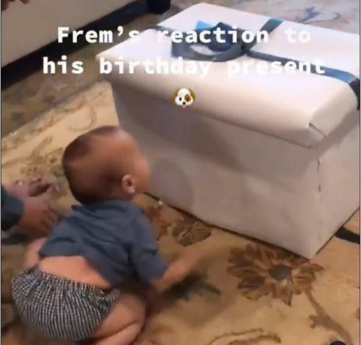 bambino compleanno regalo cagnolino