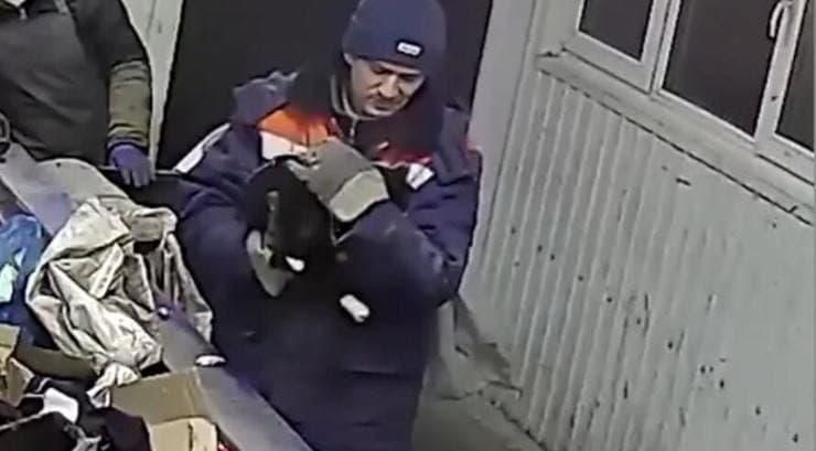 netturbino salva gatto chiuso in un sacco