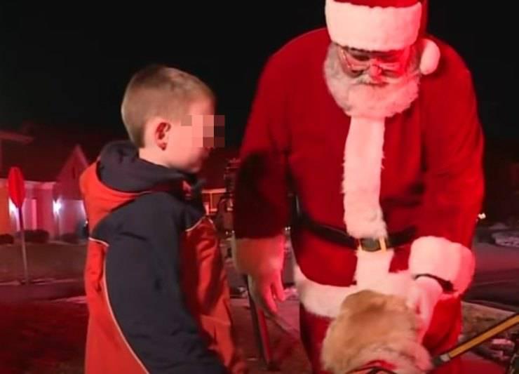 bambino negozio foto Babbo Natale cane servizio
