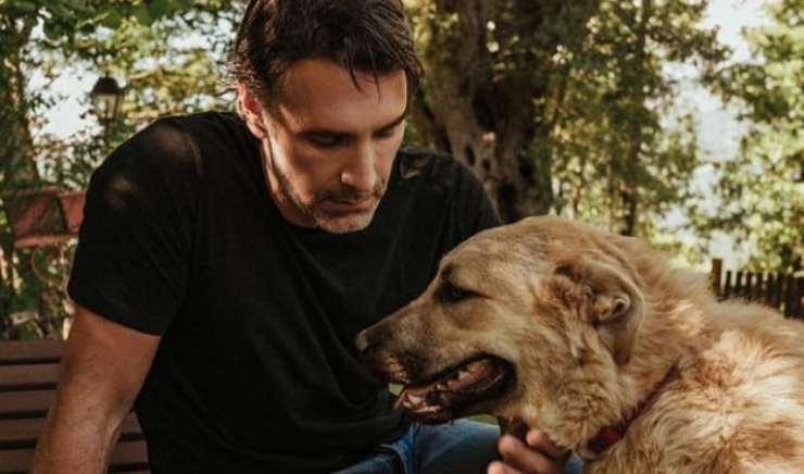 Raoul e il cane (Foto Instagram)