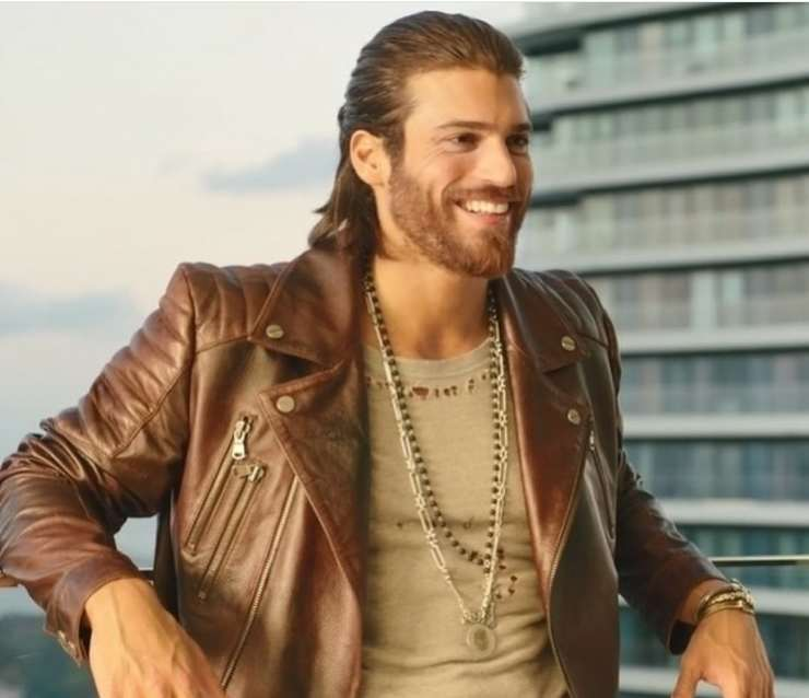 Can Yaman adorato in Italia