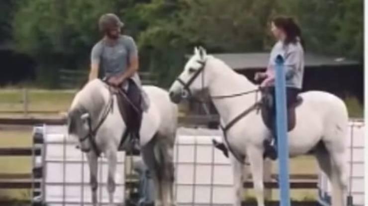 Regè a cavallo (Foto Instagram)