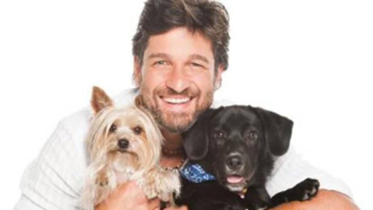 Edoardo e i cani (Foto Facebook)