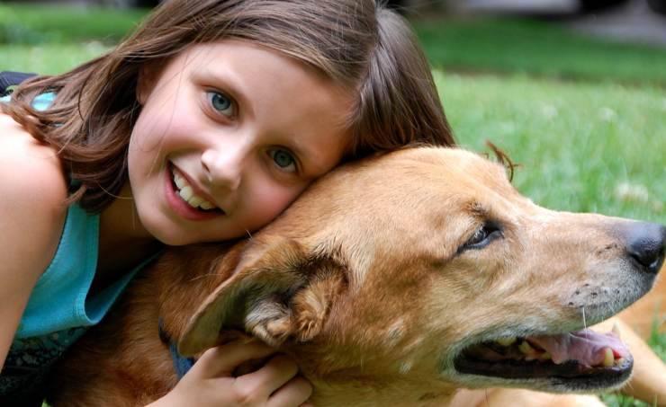 Petite fille et son chien (Photo Pixabay)