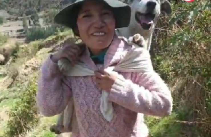 La donna peruviana con il cane (Foto video)