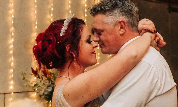 Mucca Partorisce Matrimonio Sposi