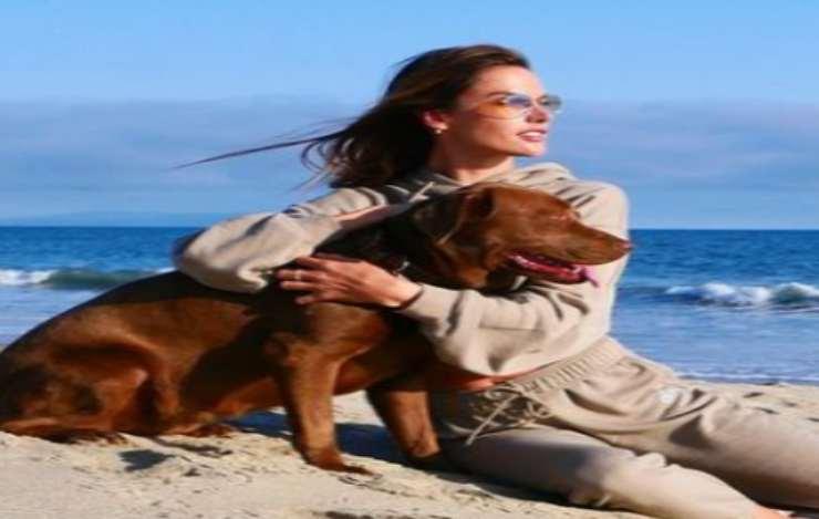 Alessandra e il cane (Foto Instagram)