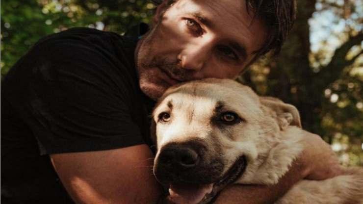 Raoul e il cane insieme (Foto Instagram)