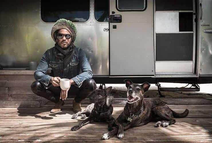 Lenny Kravitz e i suoi cuccioli (Screen Instagram)