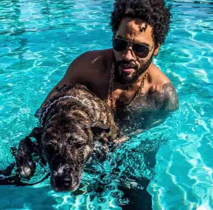 Lenny Kravitz e il suo amato cane (Screen Instagram)