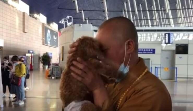 Il monaco Buddista che salva gli animali (Screen Video)