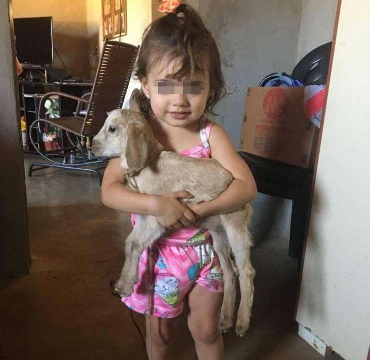 bambina capra disabile