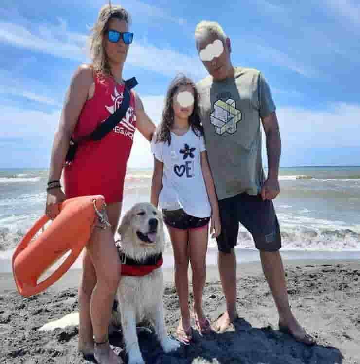 Botch e Sara con la famiglia che hanno salvato (Screen Facebook)