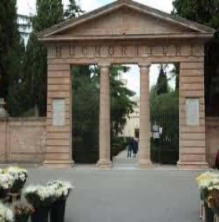 Cimitero Mesagne (Screen Facebook)