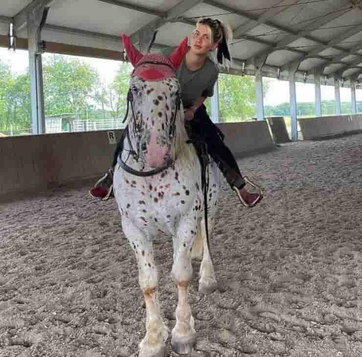 Wanda Nara a cavallo (Screen Instagram)