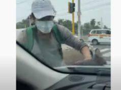 Ragazzo che lava i vetri (Foto video)