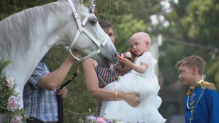 bambina tumore testa unicorno
