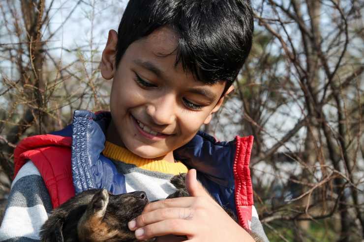 bambino 10 anni salva cagnolino