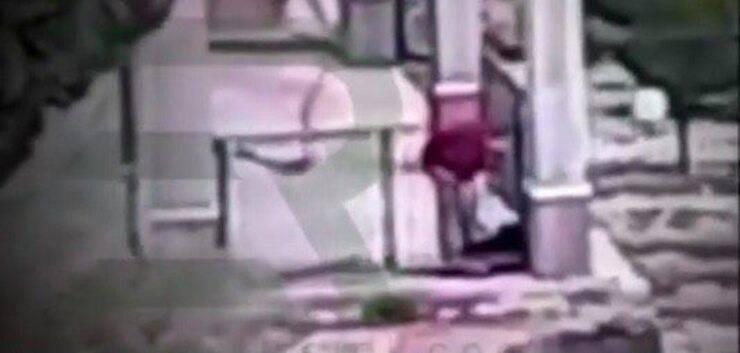 Padrone infierisce sul suo cane (Screen video Instagram)