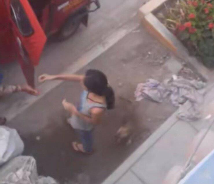 Ragazza paga il taxi con cui il suo cucciolo è tornato a casa (Screen video)